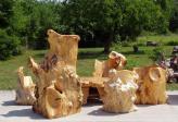 m bel aus einem baumstamm geschnitzt monolithisch